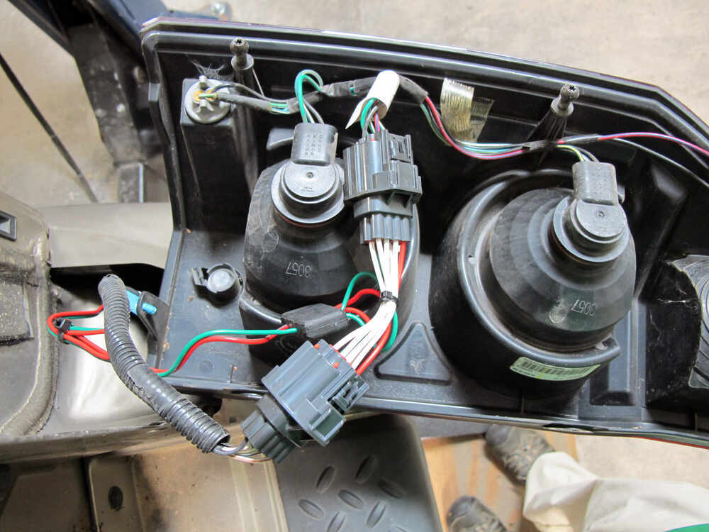 Custom fit vehicle wiring by tow ready for commander