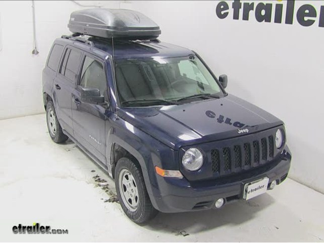 Thule Pulse Large Rooftop Cargo Box Review   2014 Jeep Patriot Video |  Etrailer.com
