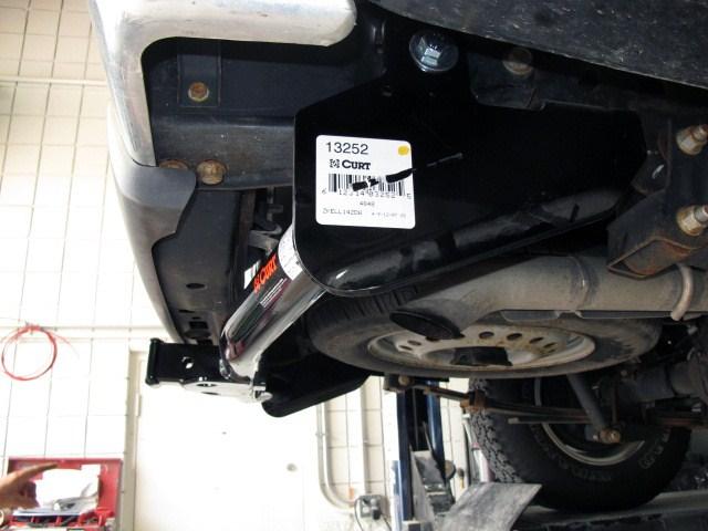 "2005 GMC Canyon Curt Trailer Hitch Receiver - Custom Fit - Class III - 2"""