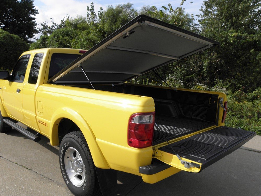 2006 toyota tundra craftec hatch style tonneau cover low. Black Bedroom Furniture Sets. Home Design Ideas