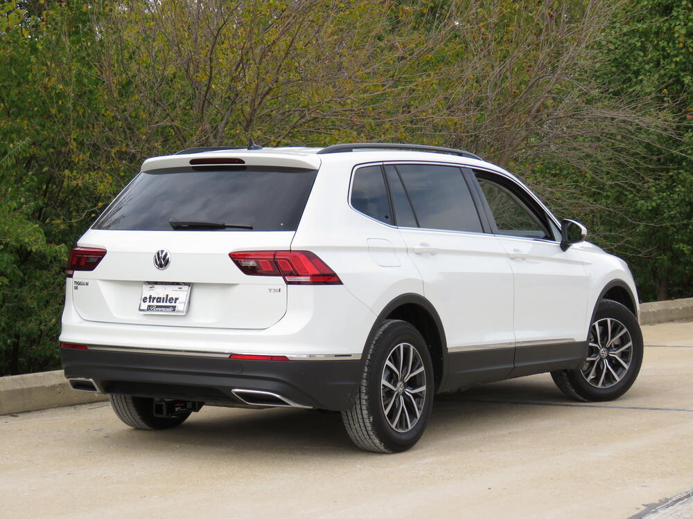 2018 volkswagen tiguan curt trailer hitch receiver. Black Bedroom Furniture Sets. Home Design Ideas