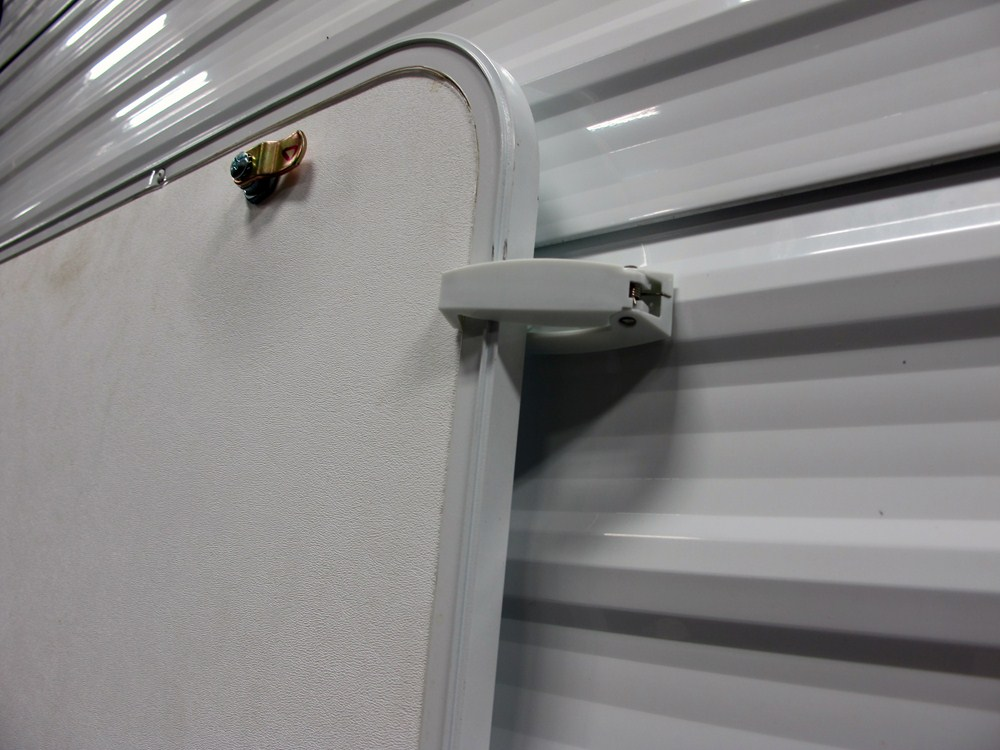 Camco Rv Baggage Door Catches Polar White Qty 2 Camco
