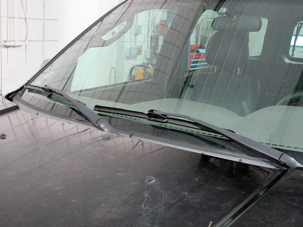 how to change wiper blades on 2007 ford escape