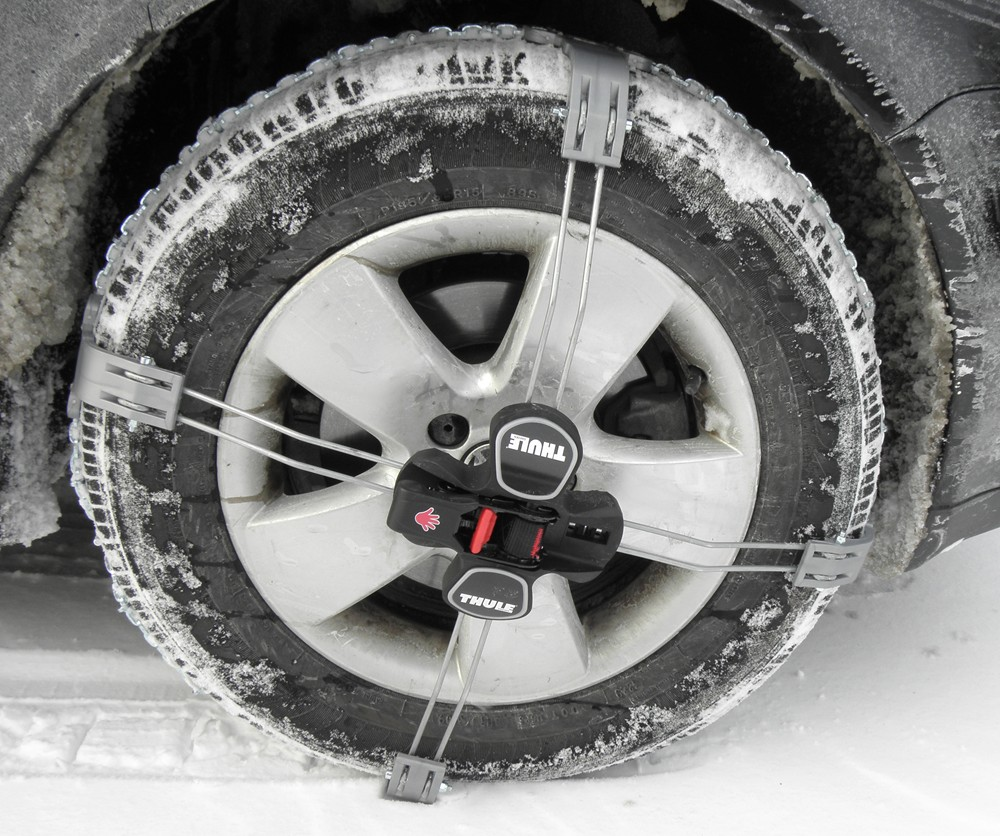 Thule Premium Self-Tensioning Snow Tire Chains - Diamond ...