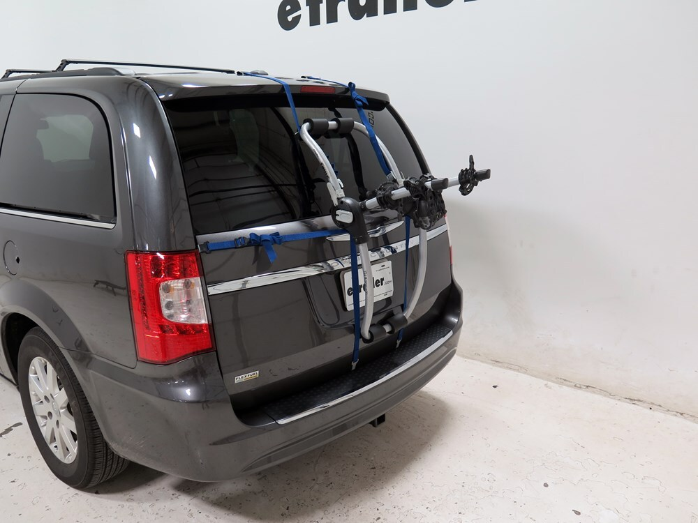 2016 chrysler town and country trunk bike racks thule. Black Bedroom Furniture Sets. Home Design Ideas