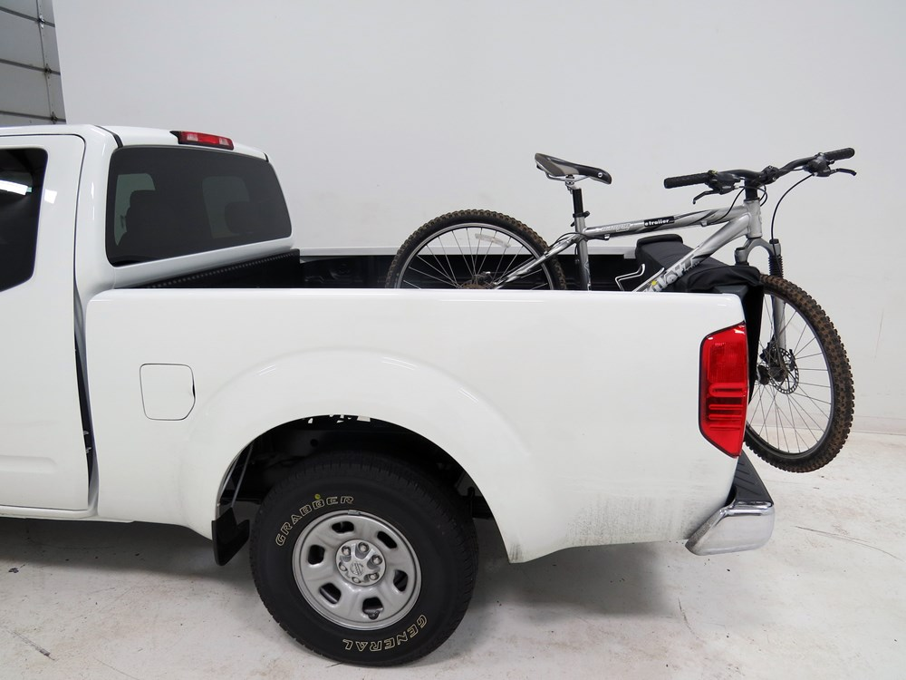 2011 nissan frontier yakima crashpad tailgate pad and bike. Black Bedroom Furniture Sets. Home Design Ideas