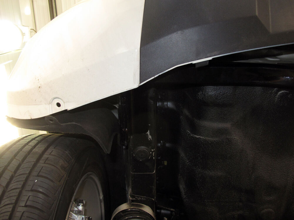 C11110 Concealed Cross Curt Trailer Hitch On 2017 Kia Soul