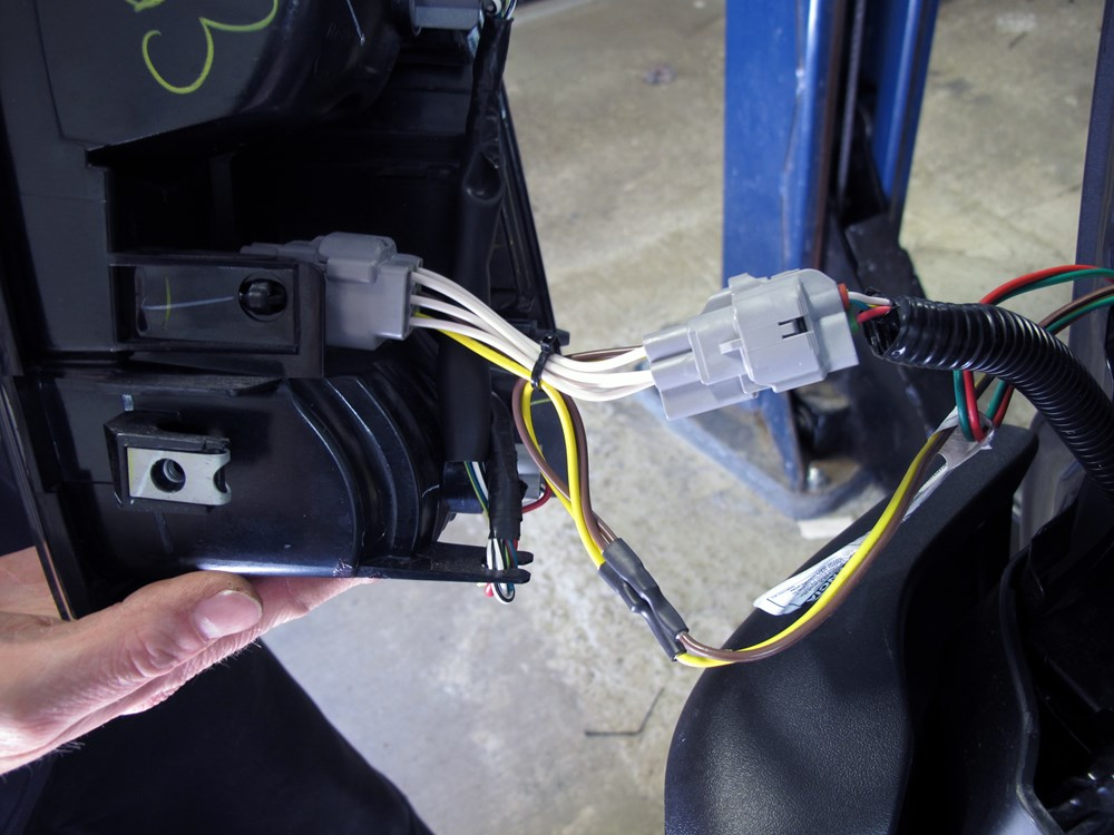 Install Trailer Wiring Harness Toyota Tacoma : Curt t connector vehicle wiring harness with pole flat