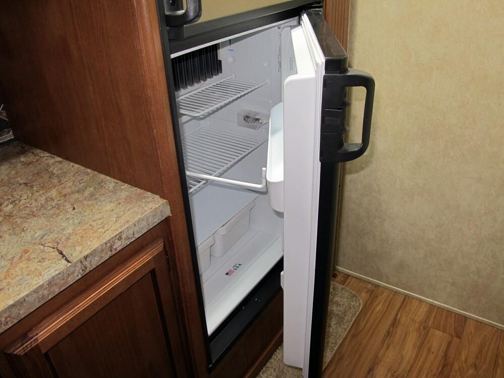 Camco Refrigerator Door Stop RV Kitchen   CAM45641