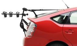Trunk-mounted bicycle carrier on car with spoiler