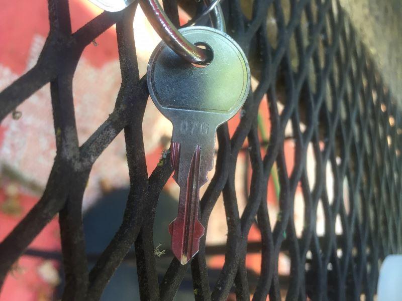 replacement keys locks for thule ski carrier. Black Bedroom Furniture Sets. Home Design Ideas