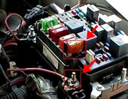 qu58766_250 which missing fuse in 2005 chevrolet tahoe will power 12v trailer  at crackthecode.co