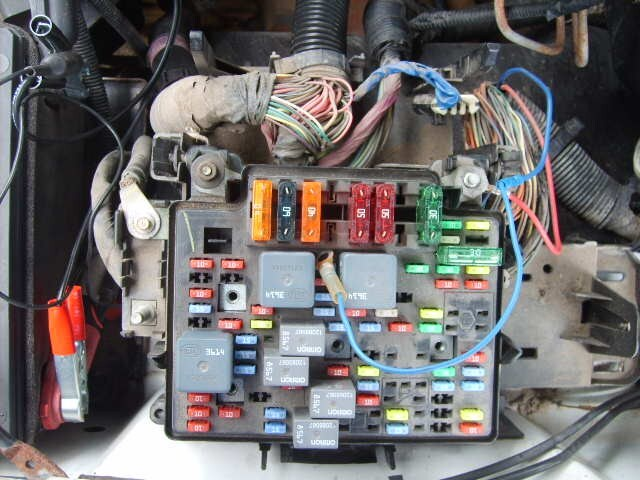 7 Pin Trailer Connector >> Wiring Curt Brake Controller # C51120 in 2002 GMC Sierra 1500 | etrailer.com