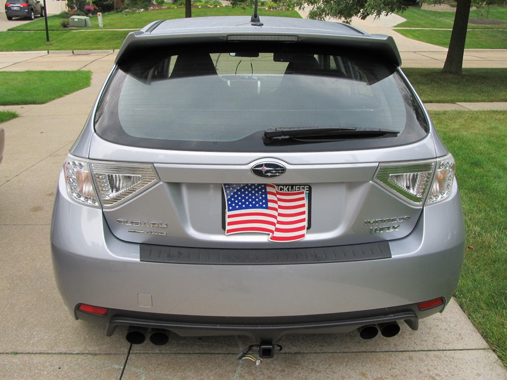 2011 Subaru Impreza Curt Trailer Hitch Receiver - Custom Fit - Class I - 1-1/4""