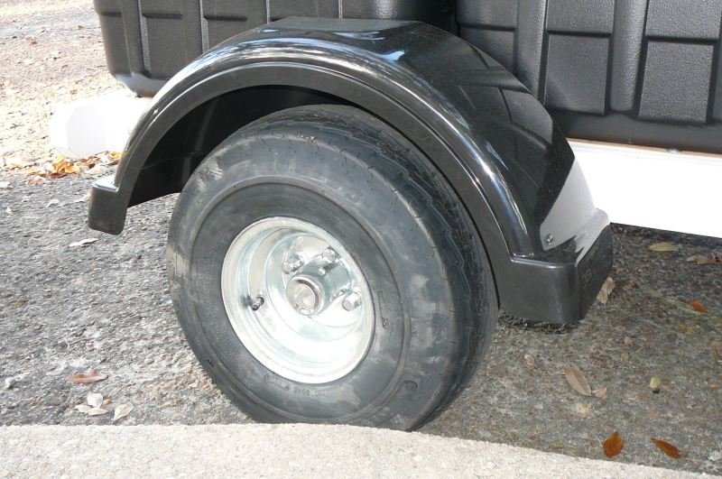 Single Axle Tires : Fulton single axle trailer fender with top step black