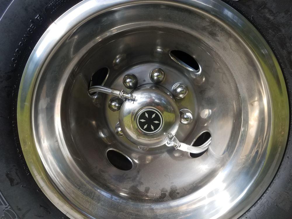 "Wheel Masters 4-Hose Inflation Kit - 16"" to 19-1/2"" Dually - Hub Mount Wheel Masters Tire ..."