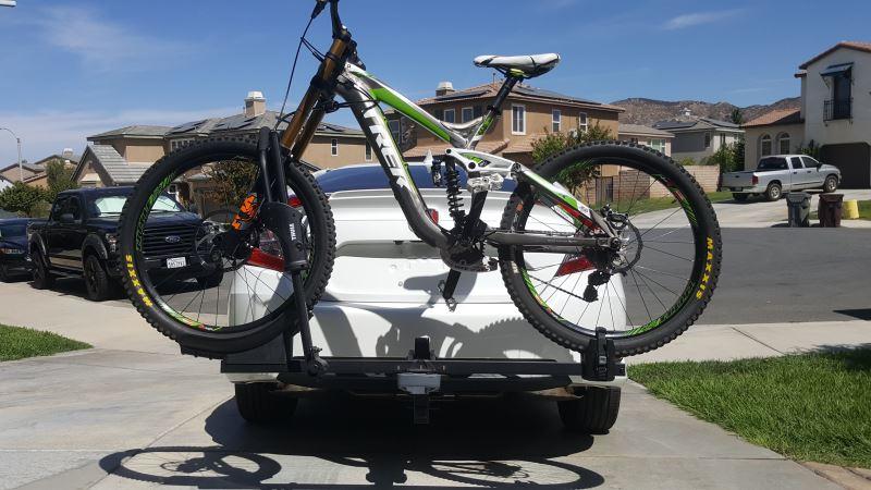 Compare Thule T1 1 Bike Vs Yakima Singlespeed Etrailer Com