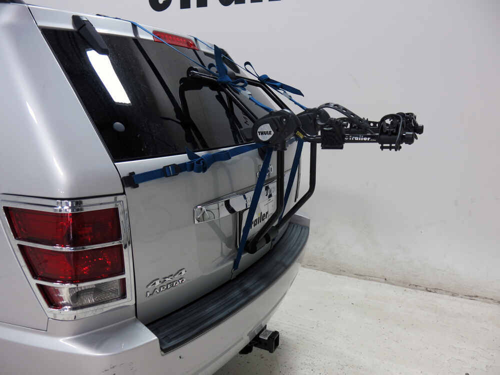 jeep grand cherokee thule passage 2 bike carrier trunk mount. Black Bedroom Furniture Sets. Home Design Ideas