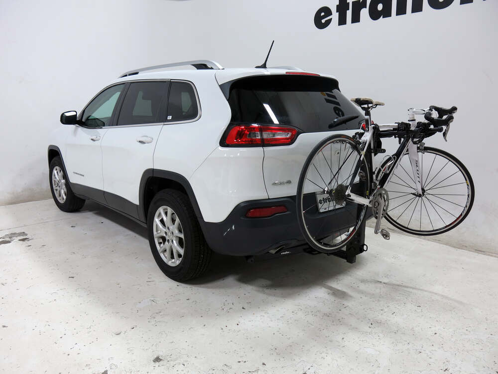 2016 jeep cherokee thule roadway 2 bike rack 1 1 4 and 2 hitches tilting. Black Bedroom Furniture Sets. Home Design Ideas