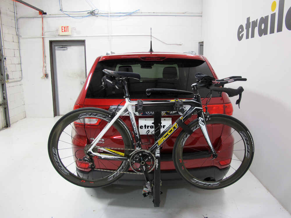 2011 jeep grand cherokee thule parkway 2 bike rack for 2. Black Bedroom Furniture Sets. Home Design Ideas