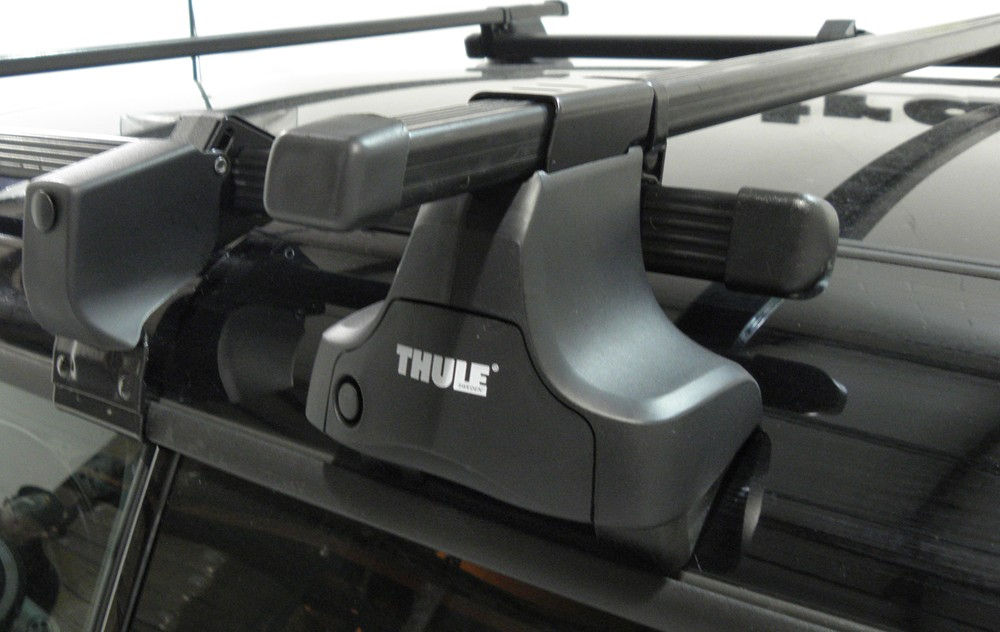 Installation Of The Thule Traverse Roof Rack On A 2013  Thule Roof-Rack Fit Kit for Traverse Foot Packs - 1366 ...