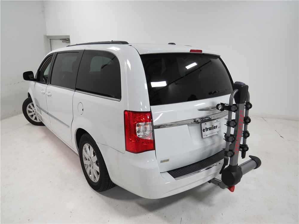 2014 chrysler town and country yakima swingdaddy 4 bike. Black Bedroom Furniture Sets. Home Design Ideas